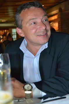 No conoces a ramubi ?  Trabaja en vinoymas.com , tienda online de vino , cervezas y unos cavas     estupendossssssssssssssss. Entra en su tienda on line, sera muy feliz.