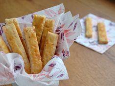 Rezept für einfache Käsestangerl frisch aus dem Backrohr. Ein super Knabberspaß zu Wein oder Bier. Dazu passen auch noch Oliven oder frisch aufgeschnittener Prosciutto.
