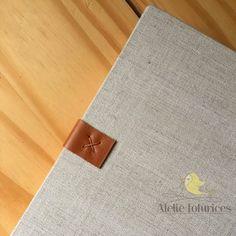 Todos os produtos são carinhosamente costuras a mão. #ateliefofurices #album #albumdefotografias #fotografias #foto #photo #fotografo #linho #couro #feitoamao #handmade