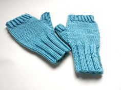 Fingerlose Kinderhandschuhe Größe 2 (2 bis 3 Jahre), kuschelig warm und wunderbar weich. Farbe: helles Blau, Hellblau Material: reine Wolle
