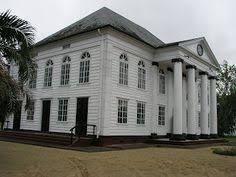 Afbeeldingsresultaat voor Hoekhuis paramaribo