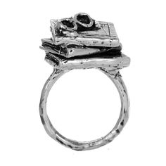 Ring for the bookworm with glasses