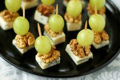Канапе с сыром, виноградом и грецкими орехами