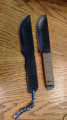 2 knives made from a 2 pound, 18 inch rasp/file Tactical Knives, Forging Knives, Forged Knife, Cool Knives, Knives And Tools, Knives And Swords, Bushcraft, Diy Knife, Beil