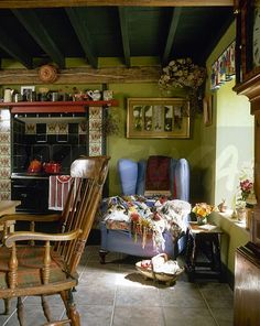 Although the floor tiles are modern, the room looks like an authentic English cottage.