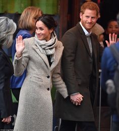 Prince Harry and Meghan Markle in Brixton Prince Harry And Megan, Harry And Meghan, Prince Henry, Prinz Harry Meghan Markle, Harry Windsor, Markle Prince Harry, Smile And Wave, Princess Meghan, Meghan Markle Style