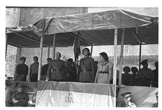 Bandera entregada al XIX c. ejército en Torrebaja ; Bandera entregada a la 28 División General Menéndez en Chelva (entre 1936 y 1939) - Finezas Valencia, Civilization, Spanish, War, Popular, Spanish Language, Popular Pins, Spain, Most Popular