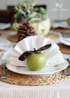 Simple DIY Thanksgiving Place Setting