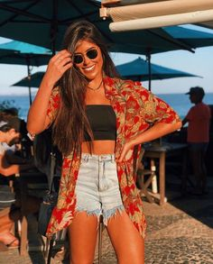 Shorts jeans feminino, camisa jeans feminina, roupas curtas, look praia, sa Trendy Outfits, Summer Outfits, Cute Outfits, Fashion Outfits, Outfit Strand, Look Con Short, Style Personnel, Style Vintage, Outfit Goals