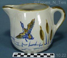 Vintage Louisville Stoneware Flying Duck 48oz Pitcher Jug Hunting Cattails (FF)