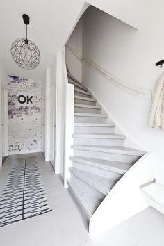 Cloudy Cement: Treppenbelag im Beton-Look Cottage Stairs, Painted Stairs, Stair Storage, Moving House, Indoor Outdoor Living, Staircase Design, Scandinavian Home, Victorian Homes, Stairways