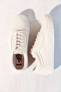 NOTED: WHITE-ON-WHITE SNEAKERS // SALAD DAYS #runners #sneakers #white