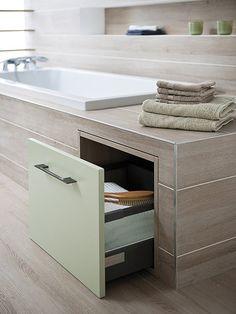 Un cajón junto a la bañera. Idea para Miami.