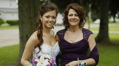An adopted daughter finds her long-lost birth mother weeks before her wedding. #GoodNews