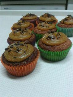 Cupcakes de vainilla Muffin, Breakfast, Food, Vanilla Cupcakes, Postres, Recipes, Muffins, Eten, Meals