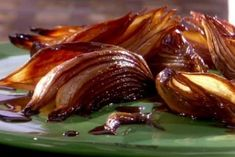 Roasted Balsamic Onions Recipe courtesy Melissa d'Arabian: SHOW:Ten Dollar Dinners, EPISODE: Restaurant Price Buster : Food Network Vegetable Side Dishes, Vegetable Recipes, Vegetable Snacks, Food Network Recipes, Cooking Recipes, Balsamic Onions, Carmelized Onions, Balsamic Chicken, Balsamic Glaze