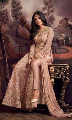 Bridal anarkali suits Pastell Pfirsich Designer gesticktes Netz Anarkali Anzug How To Tell If You Ha Bridal Anarkali Suits, Anarkali Gown, Indian Anarkali, Sharara, Shalwar Kameez, Lehenga, Indian Gowns, Indian Attire, Pakistani Outfits