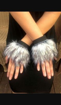 fur costume hands for the wolves Werewolf Costume Diy, Costume Halloween, Halloween 2018, Couple Halloween, Ewok Costume, Squirrel Costume, Halloween College, Animal Costumes, Cat Costumes