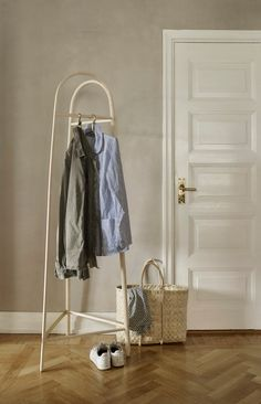 No coat closet? No problem. See how Skagerak's new coat stand is solving our wool coat woes. Nordic Design, Scandinavian Design, Small Space Living, Small Spaces, New Product, Product Launch, Design Bestseller, Small Space Storage, Small Closets