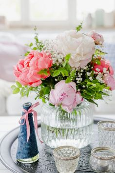 Romantische Blumendeko und andere Weekendflowers Peony bouquet for Mother's Day, Pomponetti Wedding Flower Arrangements, Wedding Flowers, Peonies Bouquet, Flower Boxes, Floral Watercolor, Valentines Day, Table Decorations, Floral Decorations, Floral Design