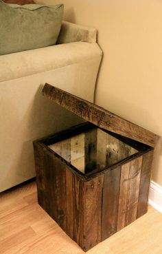 Reclaimed Pallet Wood Furniture – Storage Cubed Ottoman – Stained Reclaimed Pallet Wood Furniture Storage Cubed by FasProjects Pallet Crafts, Diy Pallet Projects, Wood Projects, Woodworking Projects, Pallet Ideas, Pallet Home Decor, Pallet Boxes, Woodworking Jointer, Woodworking Patterns