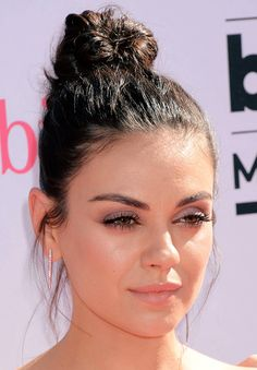 This is where we worship the beautiful and talented Mila Kunis Mila Kunis Makeup, Mila Kunis Hair, Mila Kunis Style, Indian Hairstyles, Ponytail Hairstyles, Hairstyles With Bangs, Pretty Hairstyles, Wedding Hairstyles, Bridesmaid Hairstyles