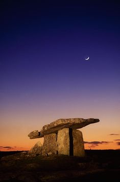 ✮ The Burren, County Clare, Ireland Poulnabrone Dolmen
