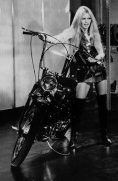#BrigitteBardot in Plucking daisy (1956) directed by Marc Allégret wearing #RogerVivier high knee #boots.
