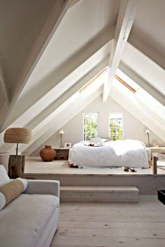 Camera da letto nel attico molto ben illuminata