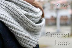 Easy Loop scarf DIY - NEW with video instructions - DIY - Häkeln Diy Scarf, Loop Scarf, Crochet Clothes, Diy Clothes, Crochet Loop, Knitting Patterns, Crochet Patterns, Lana, Thing 1