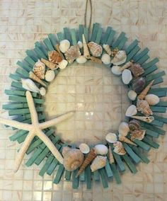 Painted clothes pegs on a wire wreath with shells glued to them. Neat idea. I like the colour of the pins too. Coastal Christmas, Beach Christmas, Christmas Diy, Beach Wreaths, Coastal Wreath, Nautical Wreath, Coastal Decor, Driftwood Wreath, Seashell Wreath