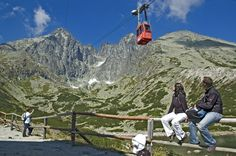 Tatry Wysokie to najwyższa część Karpat i jedne z najbardziej malowniczych gór w Europie. Podzielone są granicą między dwa państwa – Polskę i Słowację. Mount Everest, Mountains, Nature, Travel, Naturaleza, Viajes, Destinations, Traveling, Trips