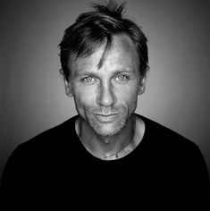 Photo Comments: Daniel Craig, the processing of this image give a very haunting look to his eyes. I like the halo effect too.