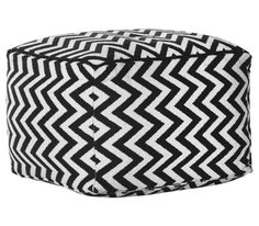 Pisan tabure, ki vedno najde mesto v vašem domu. Ottoman with geometrical pattern is perfect to spice up your home. Home Staging, Outdoor Furniture, Outdoor Decor, Modern, Ottoman, Home Improvement, Home Decor, Geometric Patterns, Textiles