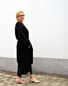 #blingbling #allblack #midi Glamour, Fashion 2016, Outfit, Lady, All Black, Normcore, Bling, Style, All Black Everything