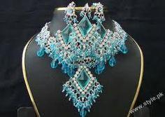 Set of Pakistani Gold Jewelry Pakistani Gold Jewelry, Bollywood Jewelry, Indian Jewelry, Gold Jewellery, Jewlery, Bridal Jewelry Sets, Bridal Sets, Wedding Jewelry, Bridal Jewellery