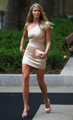 elle macpherson wearing mini skirt in her 40s - when does it work to do so?