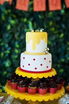 A festinha de hoje não poderia ter um tema mais encantador: Ursinho Pooh! Leitão, Tigrão e toda a turma fizeram parte da decoração, que ganhou um ar rústic