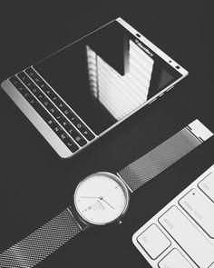 #inst10 #ReGram @donos_vision: #blackberry #blackberrypassport #blackberrypassportsilveredition  #bbfotm #workwide #BlackBerryClubs #BlackBerryPhotos #BBer #BlackBerryPassport #Passport #QWERTY #Keyboard