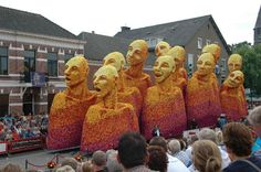 Public: sculpture made of flowers [Buurtschap Veldstraat, 6th prize parade 2012] in The Netherlands.