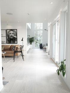 Livingroom // Noeblog.com black and white tan and green