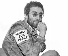 1970 photo of John Lennon. He inspired world peace. John Lennon taught us to stand up for what we believe in and dream big. He took a very active role in trying to persuade people to protest against the Vietnam War Ringo Starr, Paul Mccartney, Pc Photo, Photo Star, Yoko Ono, Music Icon, My Music, The Beatles, Rock And Roll