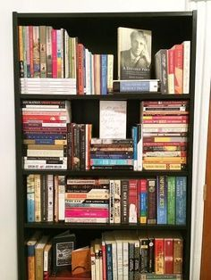 Simply rearranging your books can work wonders. 34 Small Things You Can Do To Make Your Home Look So Much Better Book Organization, Book Storage, Bookshelf Styling, Organizing Bookshelves, Bookshelf Wall, Small Bookshelf, Bookshelf Ideas, Home Libraries, Book Nooks