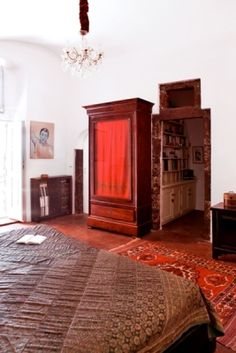 Traditional-Style-Bedroom-Volcanic-Material-Detail-Wood-Santorini-Greece