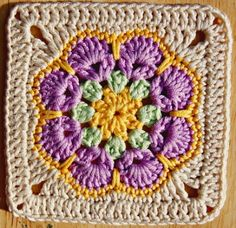 TO TRY > Pretty Crochet Granny Square. - African Octogon Flower, with a very nice edging to bring it to square African Octogon Flower Crochet Pattern // Made in K-Town // Free Granny Square from African Flower Octagon motif - super easy and WOW is that pr Granny Square Pattern Free, Flower Granny Square, Crochet Motifs, Granny Square Blanket, Crochet Blocks, Granny Square Crochet Pattern, Crochet Squares, Crochet Granny, Crochet Patterns