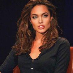 I love beautiful women. Angelina Jolie Makeup, Angelina Jolie Photos, Model Tips, Grunge Hair, Beautiful Celebrities, Celebs, Beautiful Women, Hair Inspo, Hair Beauty