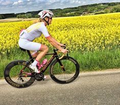 Spring road ride. #ridemore  Frühlingsausfahrt mit dem Rennrad. #Rideyourbike  #konstructive.de #roadbike #flowers #cyclinglife #nice #dreambike #roadgirl #ridelikeagirl #outdoors #cyclinglife #yellow #sunny #allmountainstyle #ridergirl #ilovemybike #rennrad #womenscycling #roadriding #fitgirls #velo #makeityours #bikepaint #cyclechicks #fahrrad #igersberlin #igerscycling #spraypaint #fitness