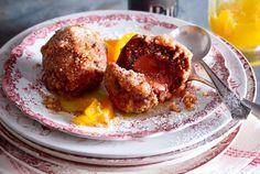 Nougat-Honigkuchen-Knödel mit Orangensoße Rezept | LECKER
