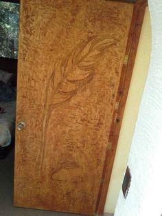 Remodelación puerta de madera Grabado PLUMA