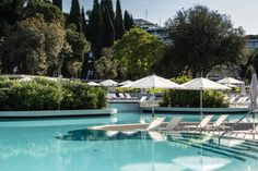 Lone Outdoor Pools / 3LHD